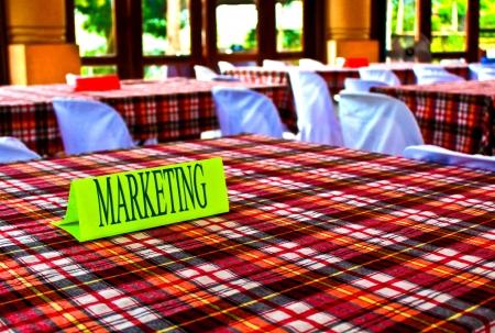 delegates: Marketing segno sulla parte superiore del tavolo durante una conferenza d'affari