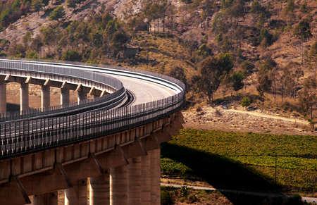 schlagbaum: Fragment der Autobahn auf Sizilien auf dem Weg nach Agrigento von Messina