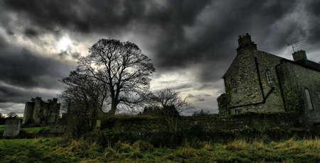 horror castle: Castillo de Trim de la Abad�a de Santa Mar�a, Trim, Co. Meath.