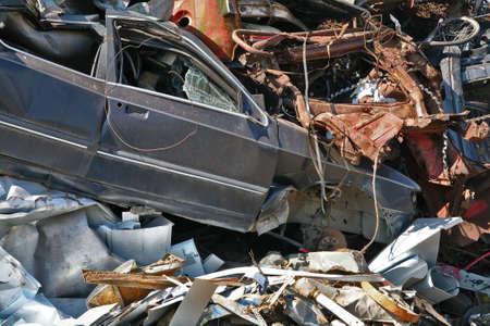 scrap metal: rottami metallici, plastica macchina distrutta