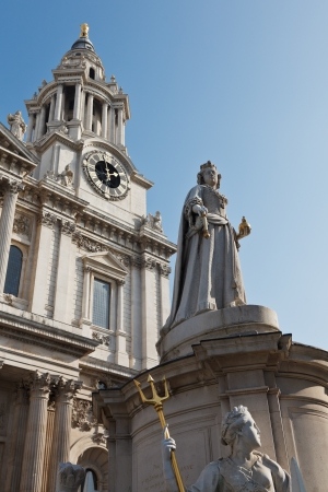 st pauls: Statue of Queen Anne in front of St Pauls Cathedral, London, UK Stock Photo