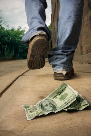 mala suerte: Foto de un hombre de suerte que acaba de perder a doscientos d�lares