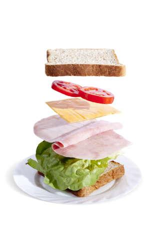 Sándwich de jamón deliciosa y fresca, separado por ingredientes  Foto de archivo - 9435697