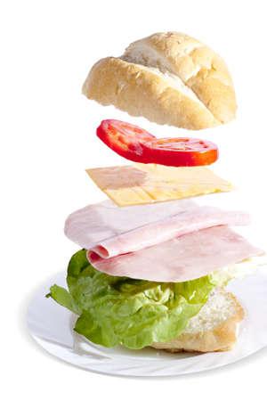 ham sandwich: panino al prosciutto fresco e delizioso separato da ingredienti  Archivio Fotografico