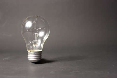 id�e lumineuse: concept de la brillante id�e avec ampoule