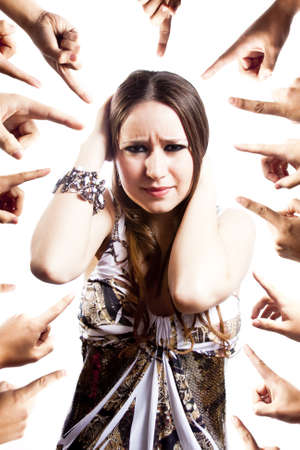 desprecio: mujer humillada aislado en blanco