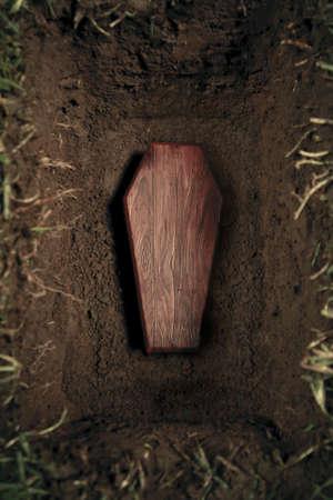 trumna: zdjÄ™cie drewnianej trumny na cmentarzu Zdjęcie Seryjne