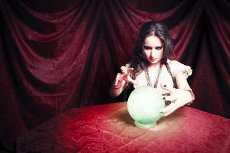 gitana: adivina con bola de cristal