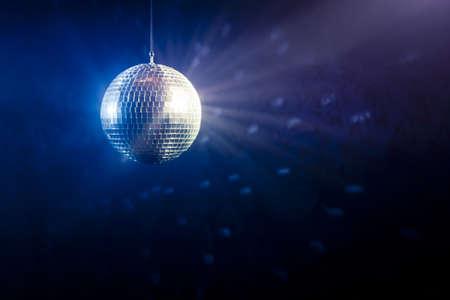 disco parties: foto de una bola brillante discoteca