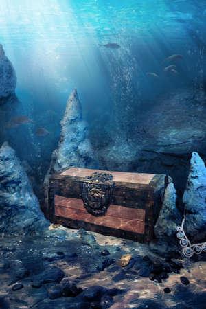sumergido: foto de cofre del tesoro de madera sumergida bajo el agua con los rayos de luz Foto de archivo