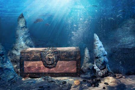 Foto van houten schatkist onder water overspoeld met lichtstralen