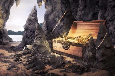 Foto van open schatkist met glimmend goud in een grot Stockfoto
