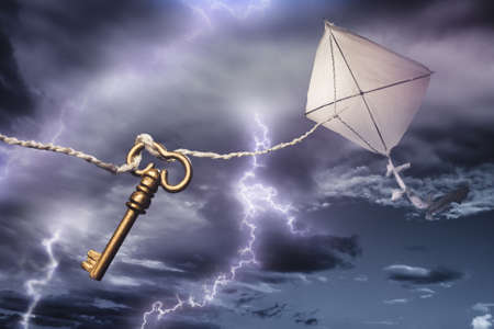 危険な電気嵐の中でベンジャミンのフランクリンの凧 写真素材