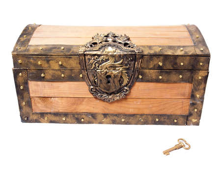 treasure chest: cofre del tesoro pirata, aislado en blanco