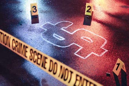 derecho penal: foto de una escena del crimen con el dinero fresco como una víctima