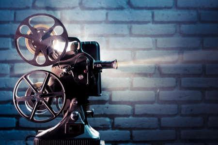 carrete de cine: foto de un proyector de pel�cula antigua