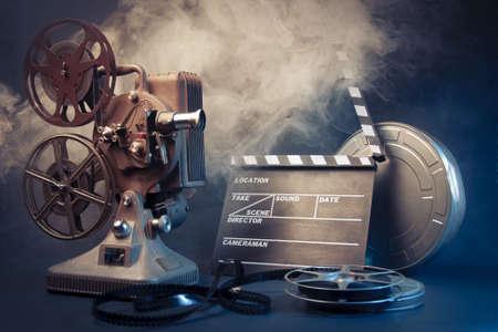 cinta pelicula: cine escena del concepto con iluminaci�n dram�tica Foto de archivo