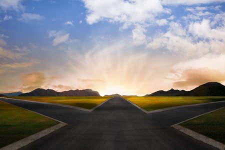 cruce de caminos: cruce de caminos que representan oportunidades