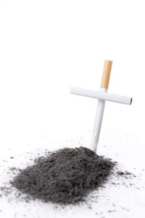 fumando: fumar mata el concepto con el cigarrillo Foto de archivo