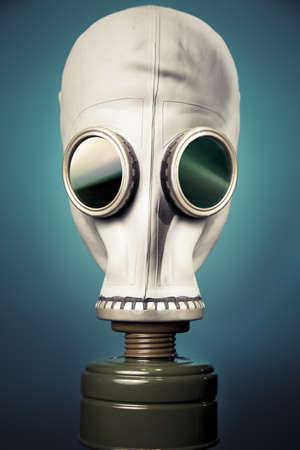 mascara gas: imagen de alto contraste de una máscara de gas y humo Foto de archivo