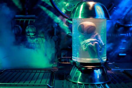 Extraterrestre in una provetta Archivio Fotografico - 28028644