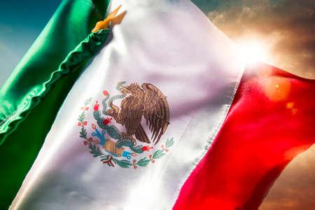 bandera de mexico: Bandera mexicana con una iluminación espectacular, día de la Independencia, cinco de mayo la celebración Foto de archivo