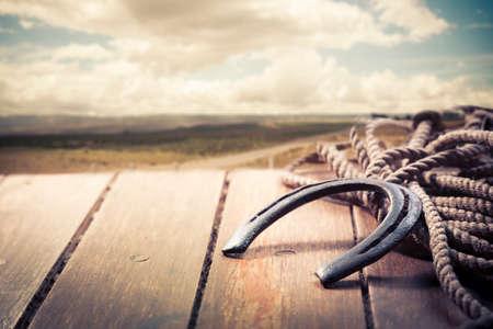 buena suerte: Herradura de la suerte en un porche Foto de archivo