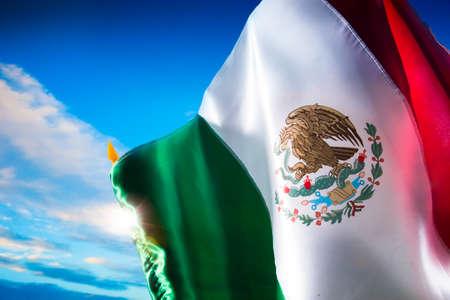 independencia: Bandera mexicana con una iluminaci�n espectacular, d�a de la Independencia, cinco de mayo la celebraci�n Foto de archivo