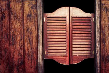 silvestres: Viejas Puertas del sal�n de balanceo occidentales Foto de archivo