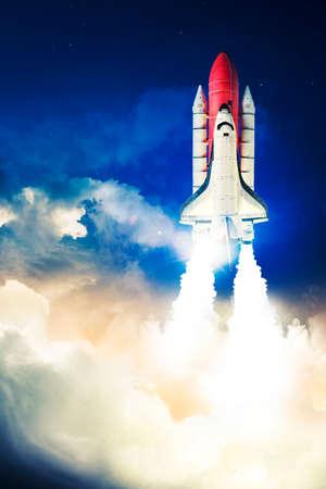 La navette spatiale décolle pour une mission Banque d'images - 28047388