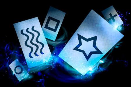 psiquico: tarjetas utilizadas para llevar a cabo experimentos de percepción extrasensorial (ESP) Foto de archivo