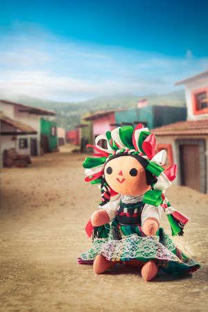 伝統: 伝統的なドレスでメキシコの縫いぐるみ人形