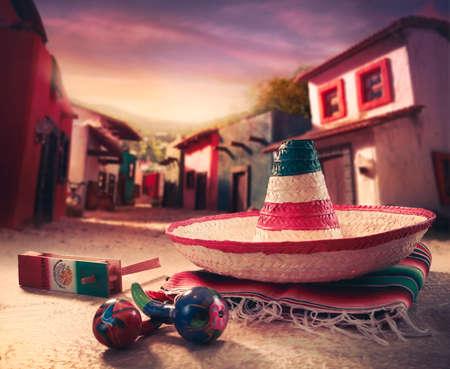 """chapeau paille: Mexicaine fond de fiesta avec un chapeau """"sombrero"""" et """"maracas"""" dans une ville mexicaine Banque d'images"""