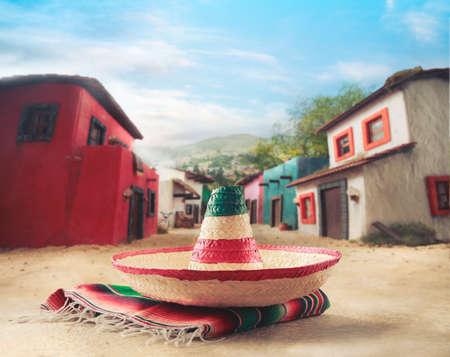 """Mexicaanse hoed """"sombrero"""" op een """"serape"""" in een Mexicaanse stad"""