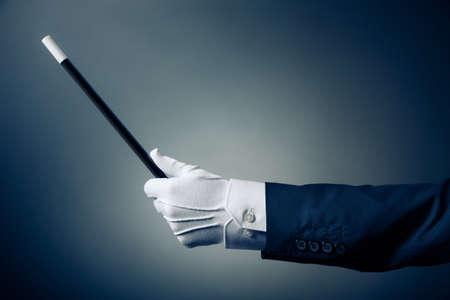 mago: La mano del mago con la varita m�gica Foto de archivo