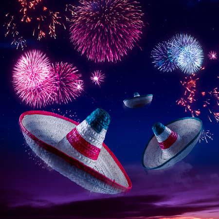 夜の花火でメキシコのソンブレロ
