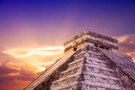 피라미드 Kukulkan의 사원, 치첸이 트사, 유카탄, 멕시코의 피라미드