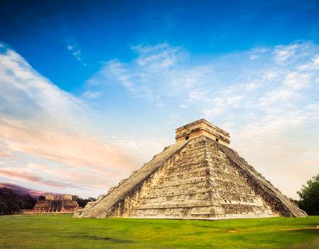 Chichen Itza, 유카탄, 멕시코에서 피라미드, Kukulkan 사원 스톡 콘텐츠