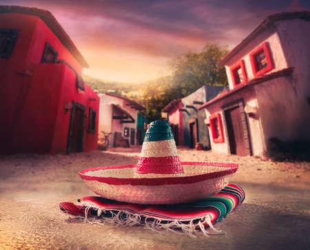 """일몰 멕시코 마을에서 """"serape""""에 멕시코 모자 """"챙 넓은 모자"""""""