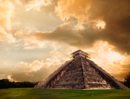cultura maya: Templo de Kukulk�n, la pir�mide de Chich�n Itz�, Yucat�n, M�xico