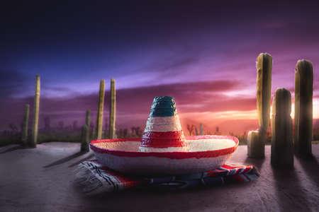 """墨西哥帽子的高层图象在一个""""serape""""的在一个沙漠在晚上"""