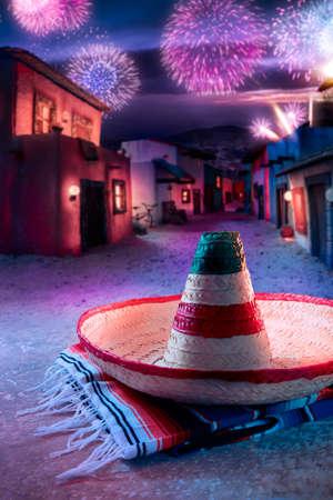 """Mexicaanse hoed """"sombrero"""" op een """"serape"""" in een Mexicaans dorp bij schemering en vuurwerk Stockfoto"""