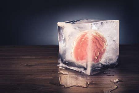 脳の凍結をドラマチックな照明のコンセプト