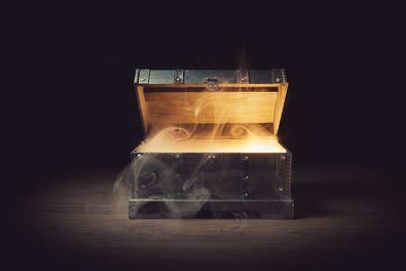 Pandora pudełko z dymu na drewnianym tle Zdjęcie Seryjne