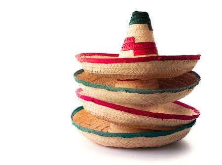 メキシコの帽子または「ソンブレロ」が白で隔離互い上に積み上げ 写真素材 - 75329604