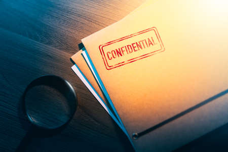 Private investigator desk with confidential envelopes 스톡 콘텐츠