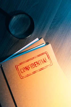 Private investigator desk with confidential envelopes 스톡 콘텐츠 - 114254928