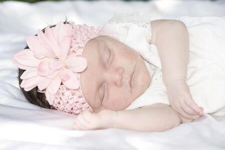 bow hair: Beautiful Baby Girl dormir con arco pelo rosa