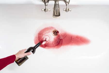 アルコールをあきらめることの行為でワインを垂れ流し男の詳細
