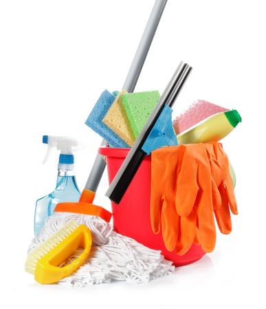 productos de limpieza: un conjunto de productos aislados sobre fondo blanco de limpieza Foto de archivo